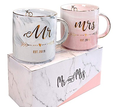 Mr & Mrs EST 2019 unique mugs set. A perfect and useful present for future newlyweds. Handmade with high quality vilight gold and marble ceramic.